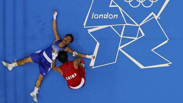 Despair ... Kaeo Pongprayoon drops to the floor after China's Zou Shiming was awarded the bout.