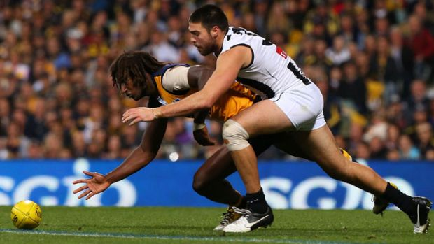 Nic Naitanui leads Chris Dawes to the contest.