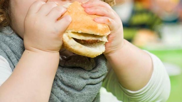 Australian children should be weighed and measured at school to combat the growing obesity pandemic, experts say.