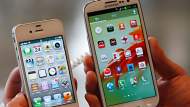 An Apple iPhone 4S (L) and a Samsung Galaxy S III are displayed at a store in Seoul August 24, 2012. Apple Inc. scored a ...
