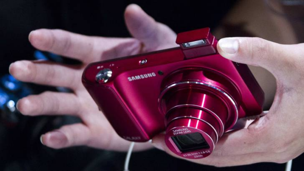 A person tests the Samsung Galaxy camera during the Samsung Mobile Unpacked event in Berlin.