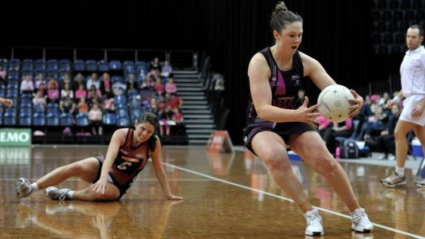 Canberra Darters player Lillian O'Sullivan in action in the game against Territory Storm.