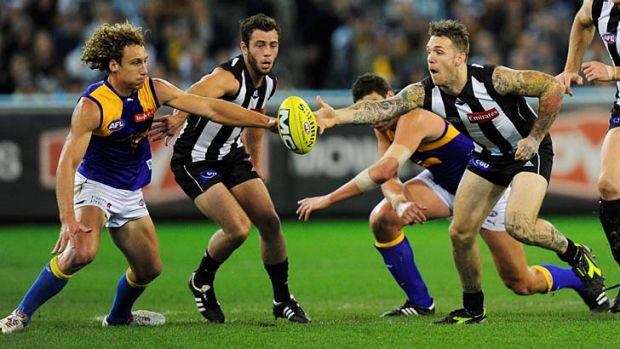 Handball: Eagle Matt Priddis and Magpie Dane Swan go for the ball.