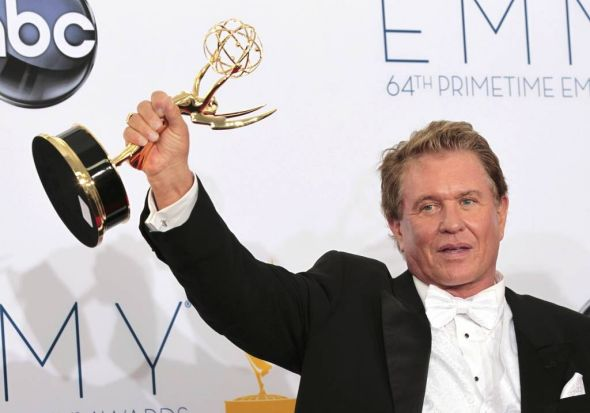"""Actor Tom Berenger poses with award for outstanding supporting actor in a miniseries or movie for his role in """"Hatfields ..."""