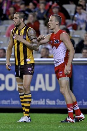 Lance Franklin is guarded by Ted Richards.