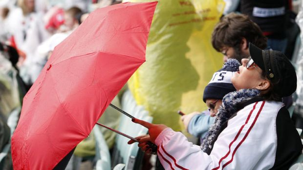 Fans could be reaching for their brollies at this year's Grand Final - like they were in 2009.