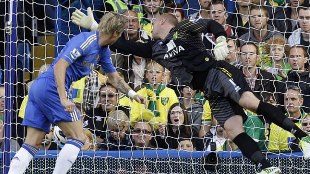 Fernando Torres equalises for Chelsea against Norwich City at Stamford Bridge.