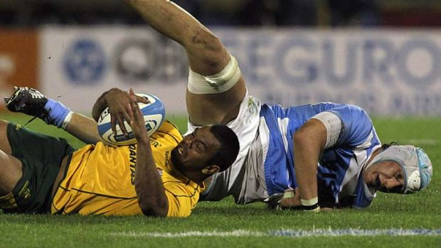 Class act ... Kurtley Beale is tackled by Patricio Albacete.