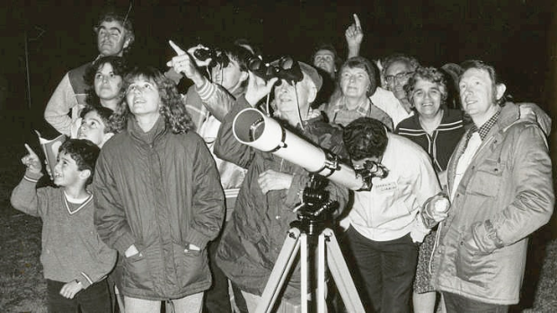 In April 1986 comet watchers gathered at Jells Park, Glen Waverly, to see Halley's Comet.