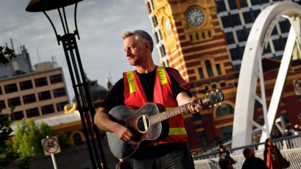 Billy Bragg will sing for Melbourne's workers.