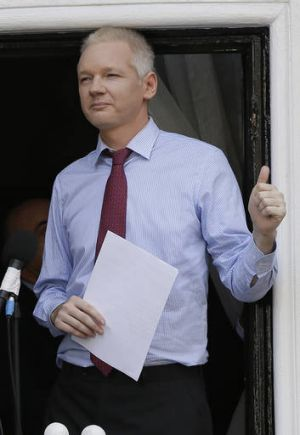 Ecuador urges action on assange 39 s failing health for Julian balcony