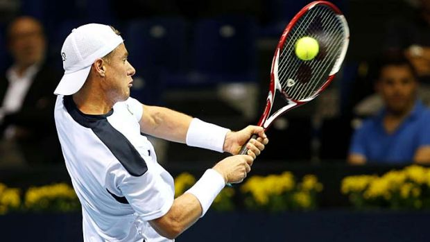 Lleyton Hewitt effects an ungainly return to Croatia's Ivan Dodig.