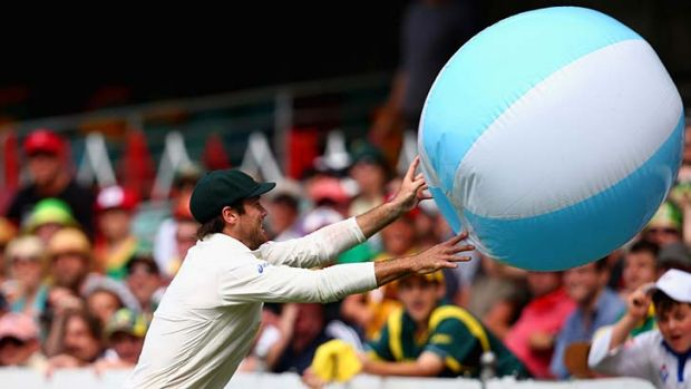 This is how Hashim Amla sees them … Rob Quiney gets a case of beachball envy before making nine in his debut Test ...