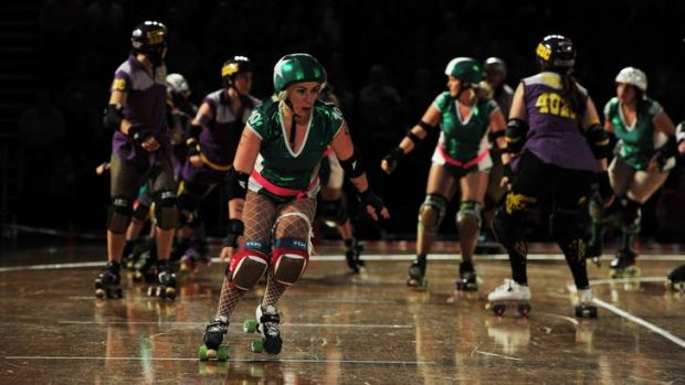 The Surly Griffins (green) and the BrindaBelters (purple) go head to head.