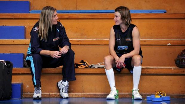 Canberra Capitals coach Carrie Graf has a chat with Jessica Bibby.