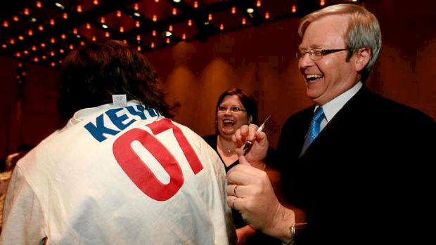 Kevin Rudd signing Kevin 07 T-shirts  in 2007.