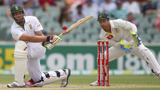 Gutsy knock ... an injured Kallis is caught by Matthew Wade.