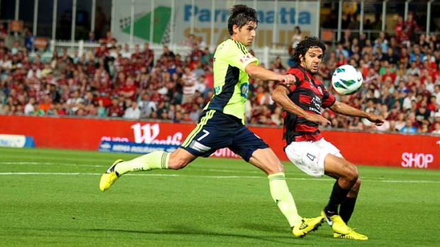 Willing contest ...  Wanderers defender Nikolai Topor-Stanley tries to cut off Melbourne Victory midfielder Guilherme ...