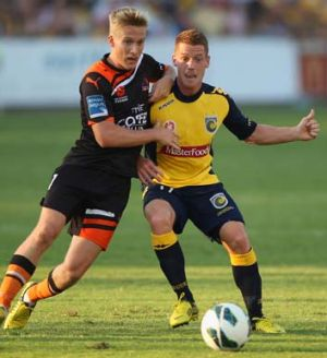 Oliver Bozanic of the Mariners and Ben Halloran of the Brisbane Roar contest the ball.