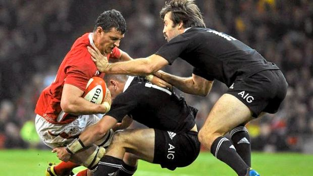 Aaron Shingler of Wales.