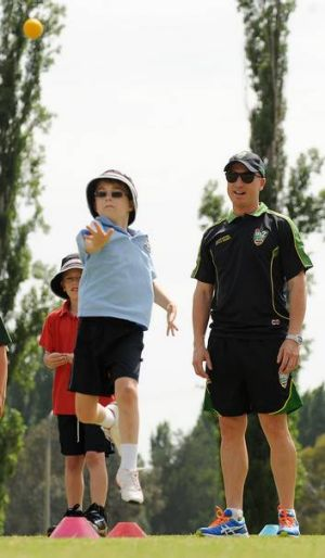 Brad Haddin gives some bowling tips.