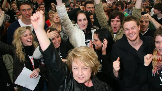 Noni Hazlehurst protests with students against program changes at the Victorian College of the Arts in 2009.