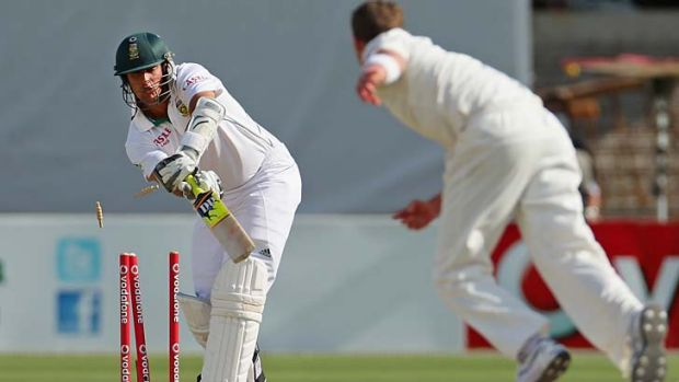 Bowled: Peter Siddle gets the wicket of Rory Kleinveldt.