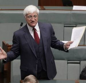 Bob Katter seeks to move to suspend the standing orders during question time as Rob Oakeshott reacts.