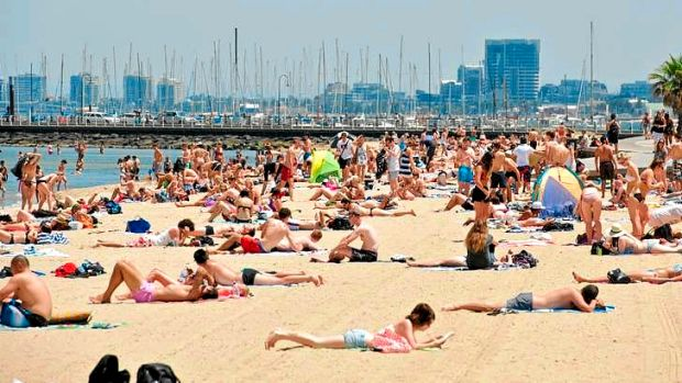 Crowds have flocked to St Kilda Beach as the temperature soars.