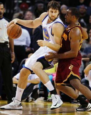 Andrew Bogut backs down against Cleveland Cavaliers power forward Samardo Samuels in the first week of November.