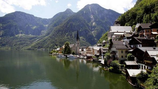 Chinese architects plan to rebuild the village of Hallstatt in full details in the province Guandong.