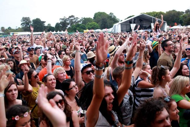 Hilltop Hoods crowd.