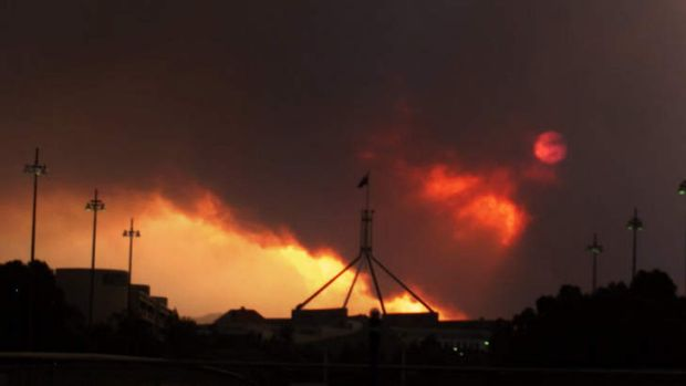 Smoke covers Parliament House during the 2003 Canberra bushfires.