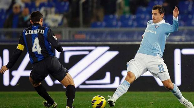 Lazio's Miroslav Klose (right) stretches to try and get to the ball before Javier Zanetti of Inter Milan.