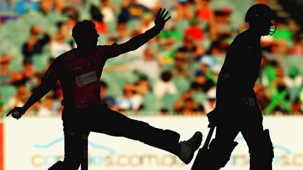 Firepower undiminished ... Brett Lee's bowling gave the Sydney Sixers some of their best moments of the match on his way ...