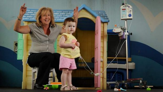 Play therapist Anndrea Clear from the Canberra Hospital sings twinkle twinkle little star with 2 yr old Katie Morris, ...