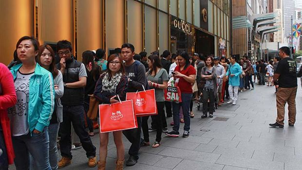 While huge crowds queued in Sydney's CBD, other more technology-savvy consumers were already enjoying the Boxing Day ...