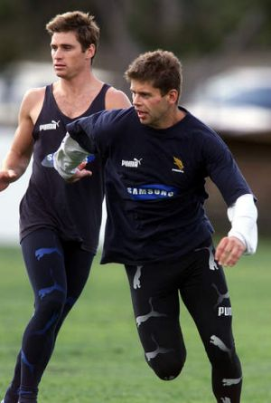 Former AFL players Shane Crawford and Tony Woods trained in tights back in their Hawthorn days.
