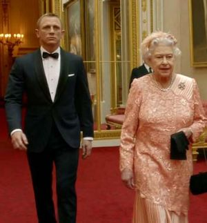 The Queen and Daniel '007' Craig.