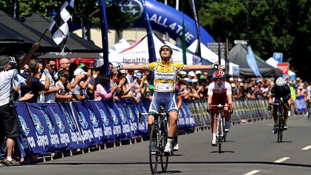 Easy rider: Melissa Hoskins wins the elite women's race in the Mitchelton Bay Classic at Williamstown.