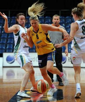 Carly Wilson of the Capitals bursts through Dandenong's defence during Friday's match.
