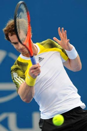 Andy Murray plays a forehand during the Brisbane International final against Grigor Dimitrov.