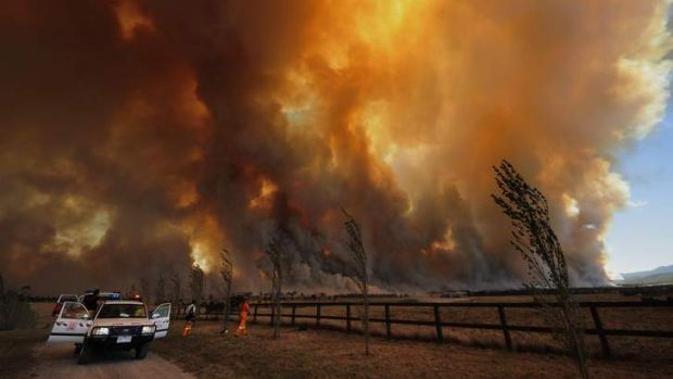A bushfire in the Bunyip State Park heads towards the townships of Labortouche and Tonimbuk.