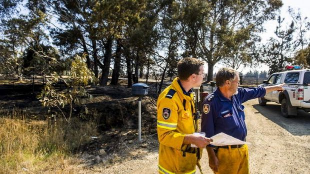 Lewis Conn and Chris Powell discuss the fires at the Kings Highway near Bungendore.