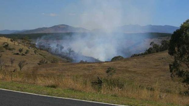 Grass fire at Uriarra Crossing. Photo courtesy of @TinyTheCabbie