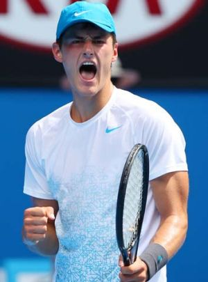 Bernard Tomic is through to the Australian Open's last 32 for the third consecutive summer.