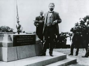 King O ' Malley laying the third stone of the commencement column in 1913.