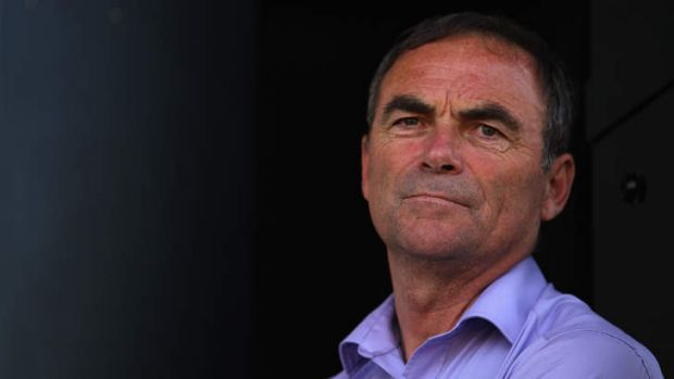 Cycling legend Bernard Hinault says the sport should leave Lance Armstrong in the rear-view mirror.