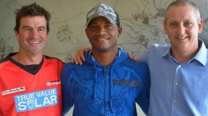 Marlon Samuels with Renegades coach Simon Helmot (left) and chief executive Stuart Coventry this week.