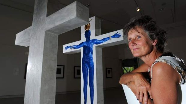 Sculptor Victoria Royds with her two-tonne work <i> Blue Isis </i> which is part of a three-way exhibition <i> Nearly ...